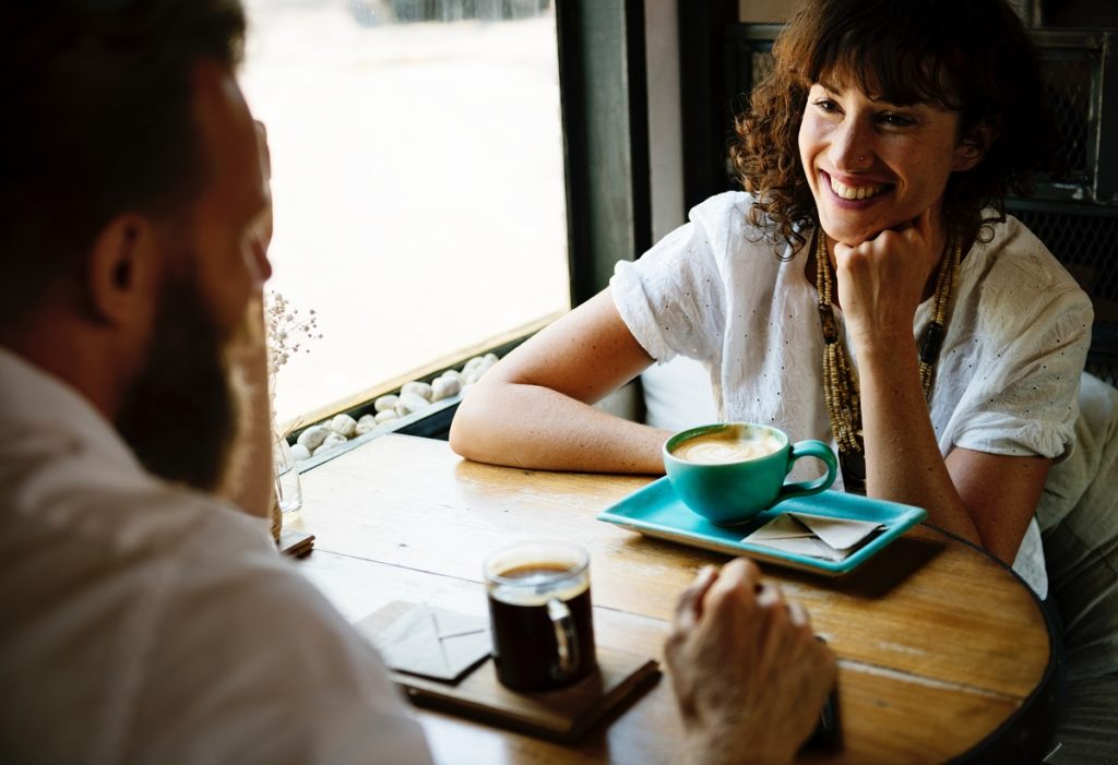 Interview tips for tech jobs. Man and women talking while having coffee