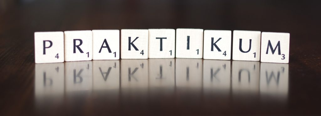 Intership guide. Word Praktikum packed out in scrabble letters